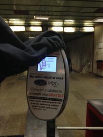 Plata prin SMS a calatoriilor cu metroul a fost sistata