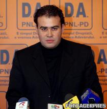 Darius Valcov in 2004, cand candida din partea PD la Primaria Slatina