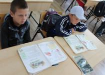 Copii la scoala in Orzeni, Iasi