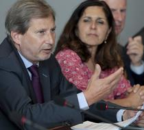Shirin Wheeler (dreapta), alaturi de comisarul european pentru politica regionala, Johannes Hahn