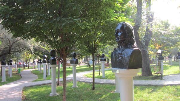 Statuile parcului