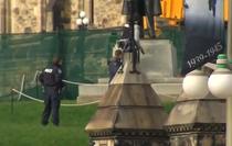 Focuri de arma trase in interiorul Parlamentul canadian