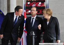 David Cameron discutand cu Angela Merkel