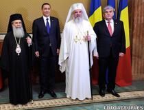 Patriarhul Ierusalimului Teofil III, Victor Ponta, Patriarhul Daniel si vicepremierul Gabriel Oprea - ministru de Interne, pe 27 octombrie 2014