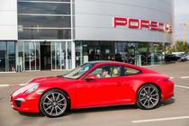 Simona Halep si Porsche 911 Carrera 4
