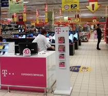Standuri Telekom in magazinele Cora