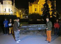 Sicriu cu mesaj la protstele din Brasov