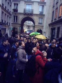 Mii de romani la coada la Paris