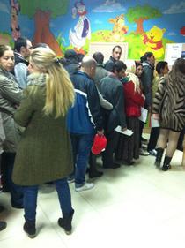 Romii, adusi la vot cu autobuzele la sectii din Bucuresti