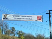 Victor Ponta, banner in limba maghiara