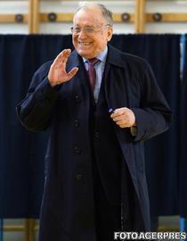 Ion Iliescu in sectia de votare la alegerile prezidentiale 2014 primul tur