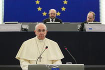 Papa Francisc, discurs in PE. In fundal, Martin Schulz