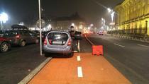 Masini parcate pe pista de biciclete de pe Calea Victoriei