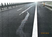Fisura reparata in asfaltul autostrazii Orastie - Sibiu lot 3