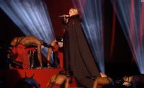 Madonna cade de pe scena