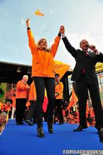 Elena Udrea si Traian Basescu la un miting electoral din 2009