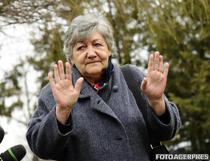 Mama premierului Victor Ponta, Cornelia Naum, la sediul DNA Ploiesti pentru a fi audiata ca martor