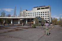 Cernobil - turisti in Prypiat