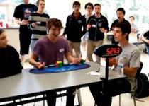 Record la rezolvarea cubului Rubik