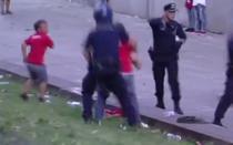Suporter batut de politie