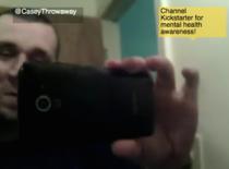 Casey, tanarul care s-a filmat in timpul unui atac de panica
