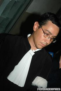 Victor Ponta, in roba de avocat