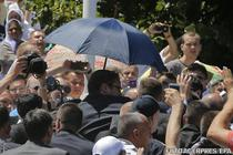 Premierul sarb Aleksandar Vucic, escortat