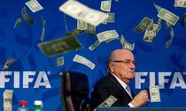 Sepp Blatter, atacat cu bani