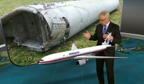 Fragmentul gasit in Insulele Reunion ar putea proveni din zborul MH370