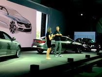 Laurens van den Acker pe scena prezinta Renault Talisman