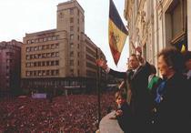 Regele Mihai prezentandu-l pe principele Nicolae la revenirea in Romania