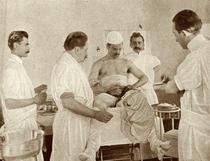 Pe masa de operatie