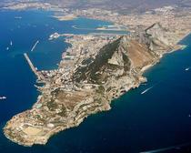 Gibraltarul, o fasie de pamant detinuta de Marea Britanie in Peninsula Iberica