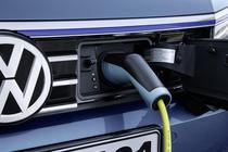 Sigla Volkswagen pe Passat GTE