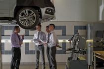 Intr-un service Volkswagen