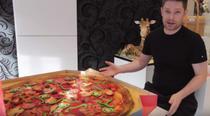 Tort care arata ca o pizza
