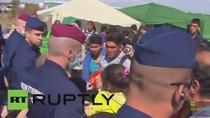 Migrantii au rupt cordonul de politisti la granita sarbo-ungara