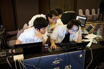Tinerii sud-coreeni la un concurs organizat de Ministerul Apararii de la Seul