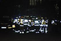 Pompieri si echipaje medicale salvand supravietuitorii din Club Colectiv