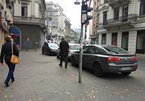 Parcarea pe trotuar este ilegala fara un semn care sa permita acest lucru