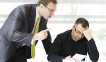 Angajatii imprumuta comportamentul agresiv de la superiori si il transmit la subalterni