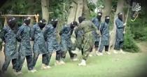 Recruti ai ISIS sunt loviti de antrenor in organele genitale