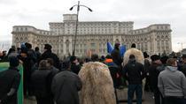 Ciobanii protesteaza la Parlament