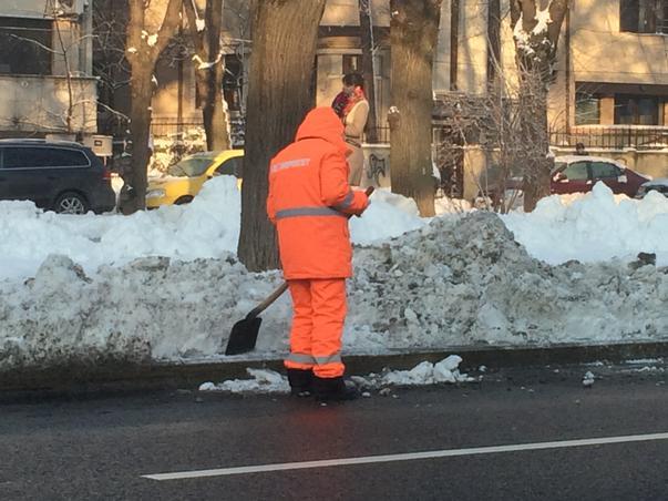 curatare borduri - in timp ce stradutele sunt pline de zapada