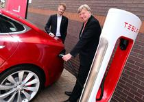 Masina Tesla la incarcat