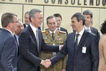 Ministrul Apararii Mihnea Motoc si secretarul general al NATO, Jens Stoltenberg