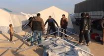 Refugiatii sirieni se aduna la granita cu Turcia