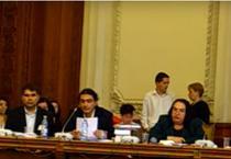 Avocatul Catalin Georgescu la o dezbatere in Parlament (centru)