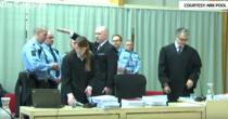 Anders Breivik efectuand salutul nazist