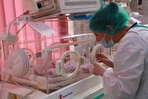 Dotarea maternitatilor cu incubatoare